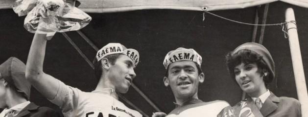 1968 – Vittorio Veneto – Lino Farisato sul podio con Eddy Merckx