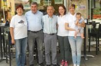 Eddy Merckx in visita alla pasticceria Farisato. Da sinistra: la sig.ra Antonietta, Eddy Merckx, Lino Farisato, Silvia Farisato, Michela Farisato, Amy.