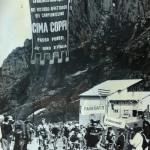 Passo Pordoi, passaggio a Cima Coppi. Lino Farisato con Anquetil e Gimondi